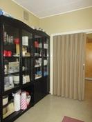 ... tiloja ja huoneet ovat osittain eroteltu haitariovin!