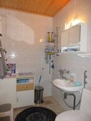 Kolmion wc/suihkutila remontoitu vedeneristyksin 2000-luvun alussa!