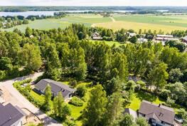 Talo väljällä noin 2600 m2 tontilla Enäjärven tuntumassa