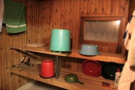 sauna, lauteet, ikkuna järvelle