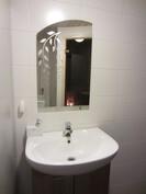 kylpyhuoneessa toinen lavuaari
