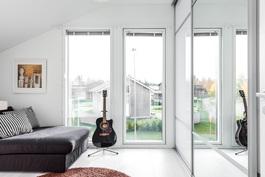 Makuuhuoneen moderni ranskalainen parveke
