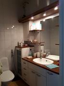 Erillinen WC makuuhuoneiden 1 ja 2 välissä