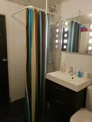 Alakerran wc- ja suihkutilat