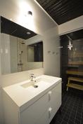 Esimerkkikuva tyylistä valmiista kohteestamme naapurissa. 2. krs WC + suihku + sauna.