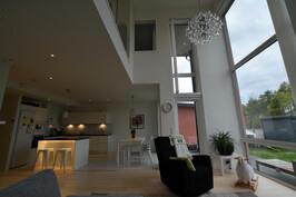 Olohuone, rh, keittiö, avara yhdistelmä. Esimerkkikuva valmiista kohteestamme samalla pohjalla.