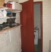 Ovi varastosta pannuhuoneeseen