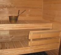 Uusittu sauna puumateriaalina tervaleppä
