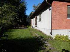 Saavut taloon kesällä