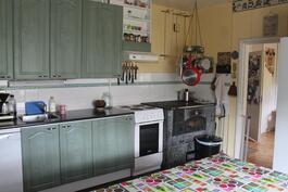 Keittiön kaapit, laatotukset, vesieristykset yms 2012