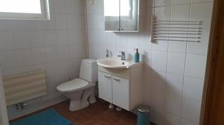Kylpyhuoneen yhteydessä oleva wc