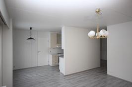 uusittu keittiö / olohuone
