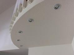 Talon valaistus on suunniteltu harkitusti, kuten muutkin talon yksityiskohdat.