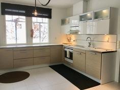 Keittiö on remontoitu laadukkaasti nykyaikaiseksi vuonna 2013.
