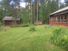Sauna,leikkimökki,päärakennus