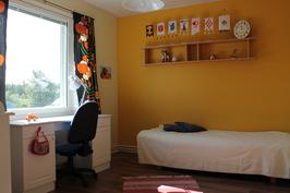 Aamuauringon ansiosta aurinkohuoneeksi nimetty huone