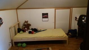 Yläkerran 1.makuuhuone