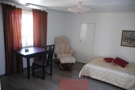 Yläkerran makuuhuone nro 2