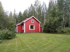 Viereisen kiinteistön päärakennus n. 70 m2. Hyvin hoidettu nurmipiha.