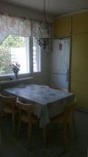 Hyvin tilaa ruokapöydälle keittiössä