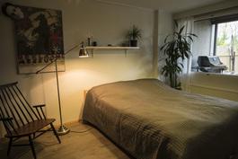 Alakerran makuuhuone (ovi terassille)