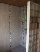 Suihku saunan yhteydessä