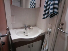 Kylpyhuoneesta (myös käynti Länsiterassille).