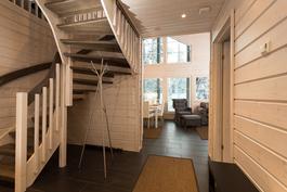 Aulatila, josta nousee helposti kuljettavat Lappi-portaat