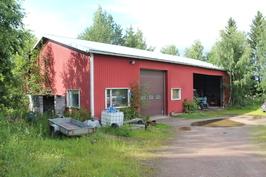 Korjaamohalli, lämmintä tilaa noin 135 m² +  katos noin 194 m²