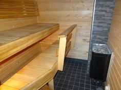 Täysin remontoitu sauna.