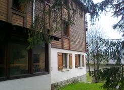 Les Autannesin huoneisto talon alakerrassa