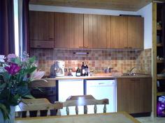 Olohuoneen keittiön puoli