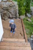 Pihasaunan portaat ja hiekkalaatikko