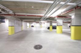 Autohallissa vielä myymättömiä paikkoja, erillisinä osakkeina (hae 'Muut' / Aleksanterinkatu71)