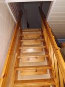 Portaat yläkerran huoneisiin