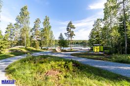 Ja muutaman mutkan takana odottaa Alisenjärven uimaranta