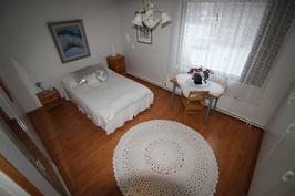 Makuuhuone/yläkerta