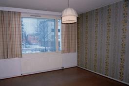 Makuuhuone ikkunaseinä