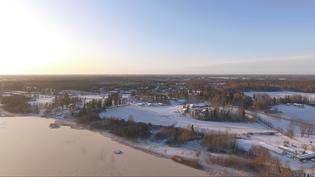 Näkymä kohti Anttilanrantaa Tuusulanjärven päältä joulukuussa 2020.
