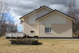 Talon pääty Kelankaaren suunnasta katsottuna.
