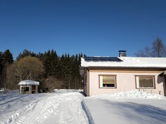 Aurinkopaneelit katolla tuottaa ilmaista sähköä