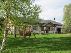 Talo maaseudulla