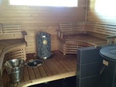 Sauna, 2 kiuasta, ikkuna uima-altaalle