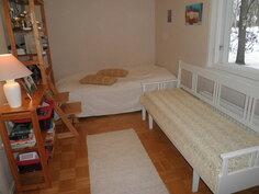 Alakerran makuuhuone (1)