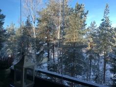 Näkymä parvekkeelta, lasitus eristää äänet ja estää lumisateen