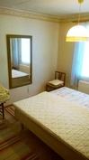 kolme huonetta olohuoneen ja keittiön lisäksi