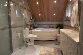 yk - tilava kylpyhuone