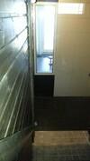 Talon saunasta ikkunan kautta näkymä ulos asti