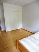 1. kerroksen toinen makuuhuone