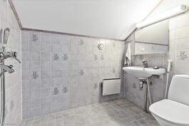 ylin kerros WC + suihku